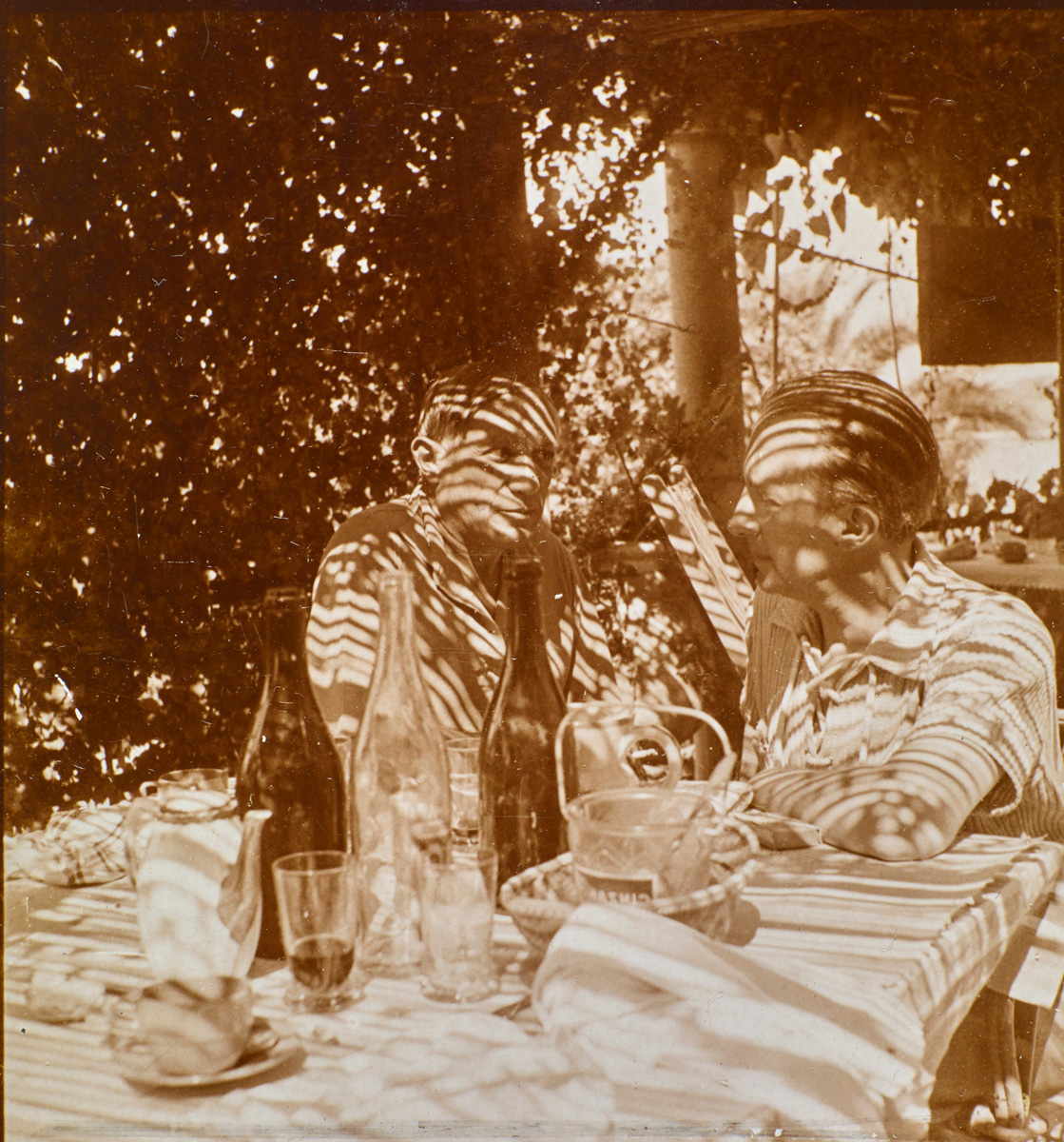 Dora Maar, Pablo Picasso et Paul Eluard (1936-1937) © ADAGP, Paris 2020