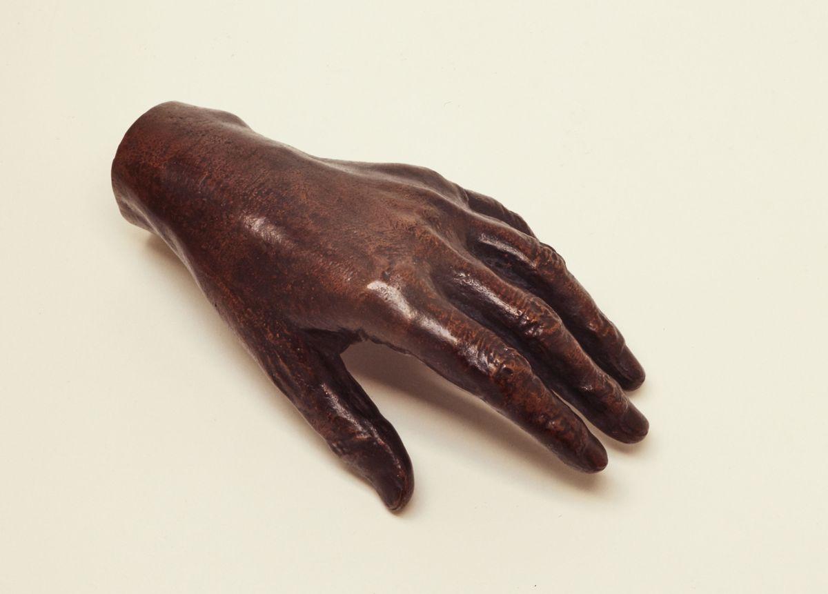 Moulage de la main de Louise Michel © I. Andréani