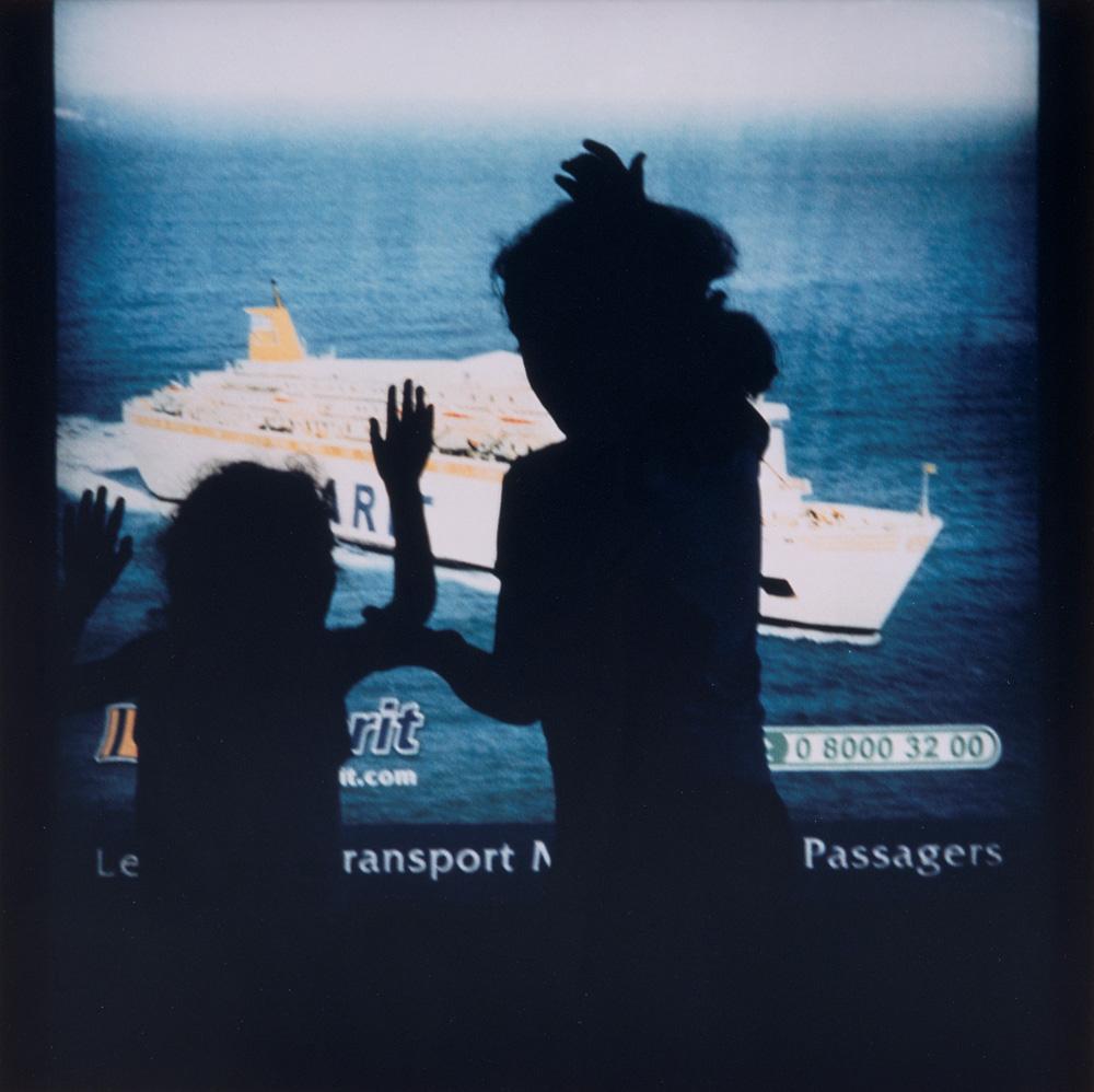Lieu de transit, Tanger (Tirage Color-Print dans un caisson lumineux, 2003) Collection départementale d'art contemporain de la Seine-Saint-Denis © Yto Barrada